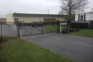 commercial fence install gate